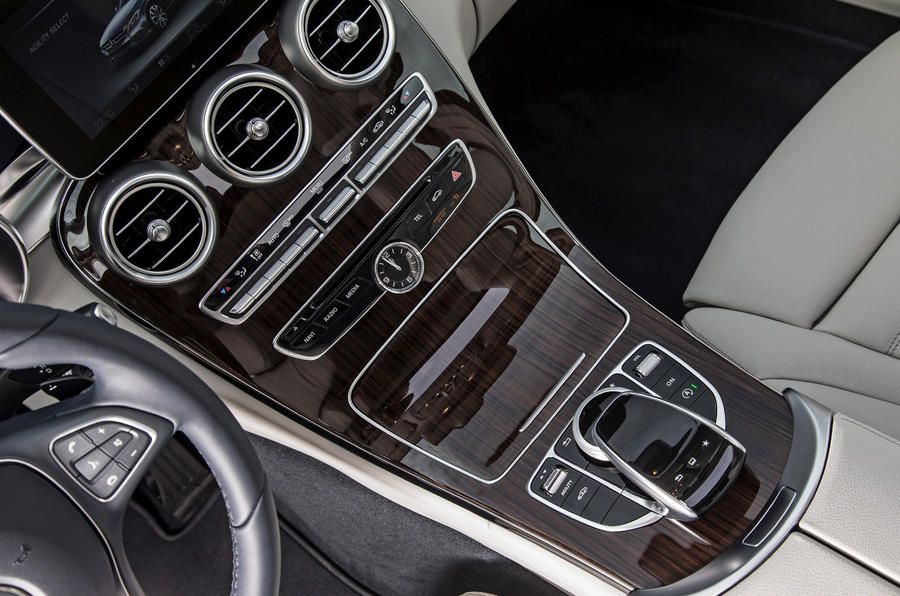 Mercedes-Benz C 250 centre console