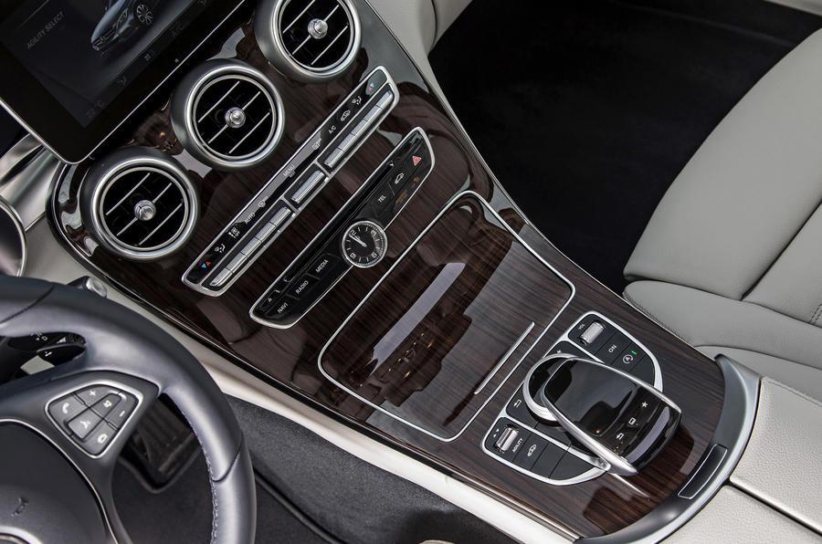 Mercedes-Benz C 250 centre console