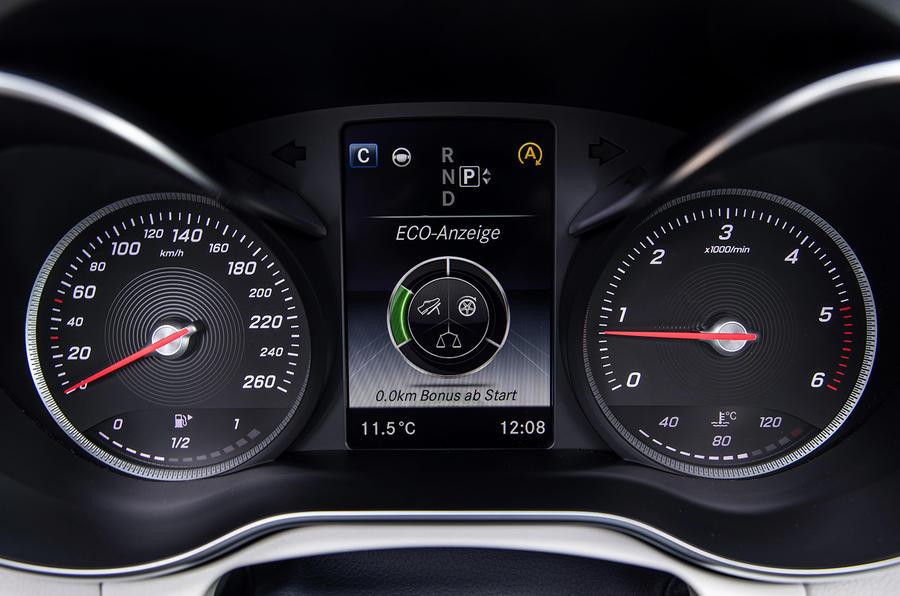 Mercedes-Benz C 250 instrument cluster