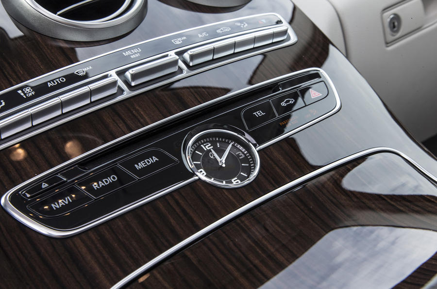 2014 Mercedes-Benz C 250 centre clock