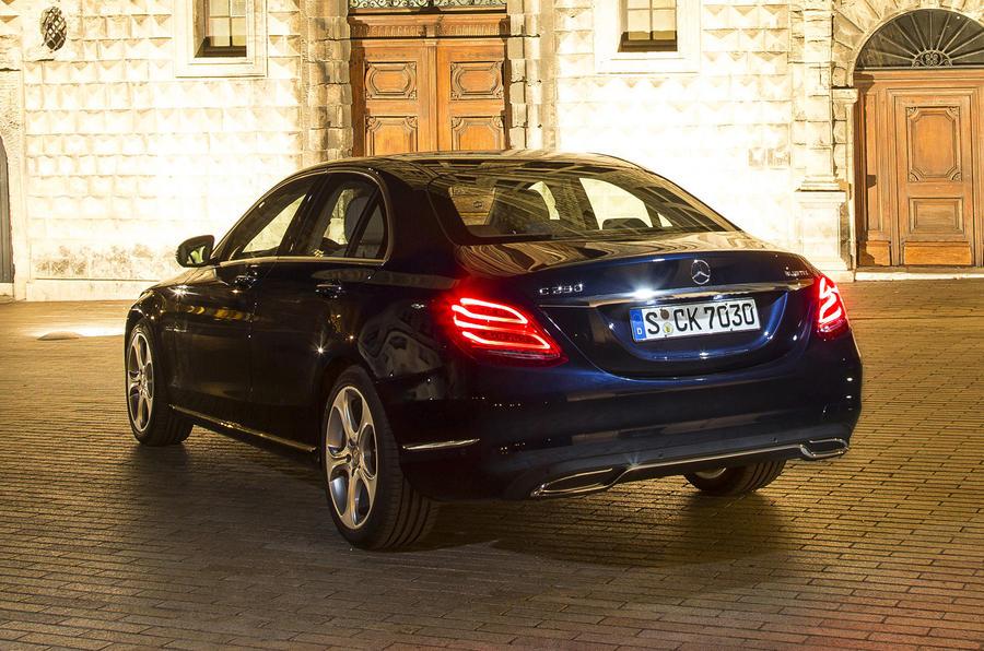 1405kg Mercedes-Benz C 250