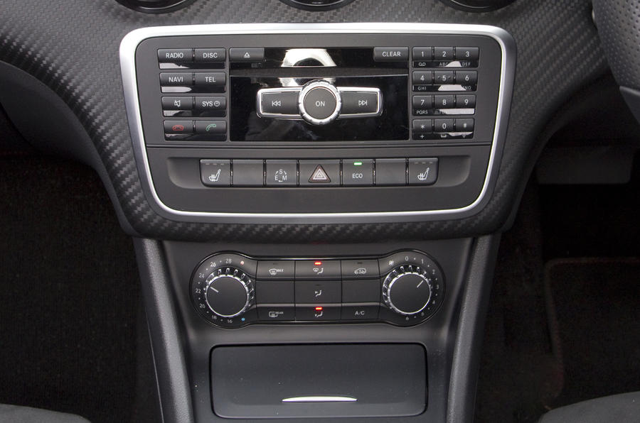 Mercedes-Benz A 250 centre console