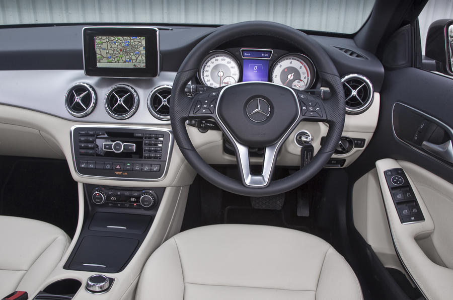 ... Mercedes Benz GLA Dashboard ...