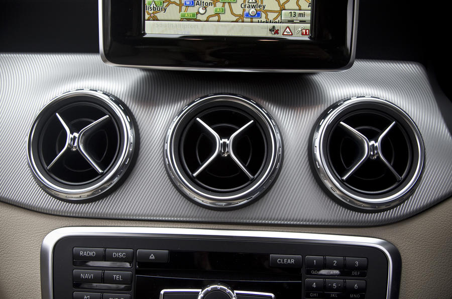 Mercedes-Benz GLA air vents