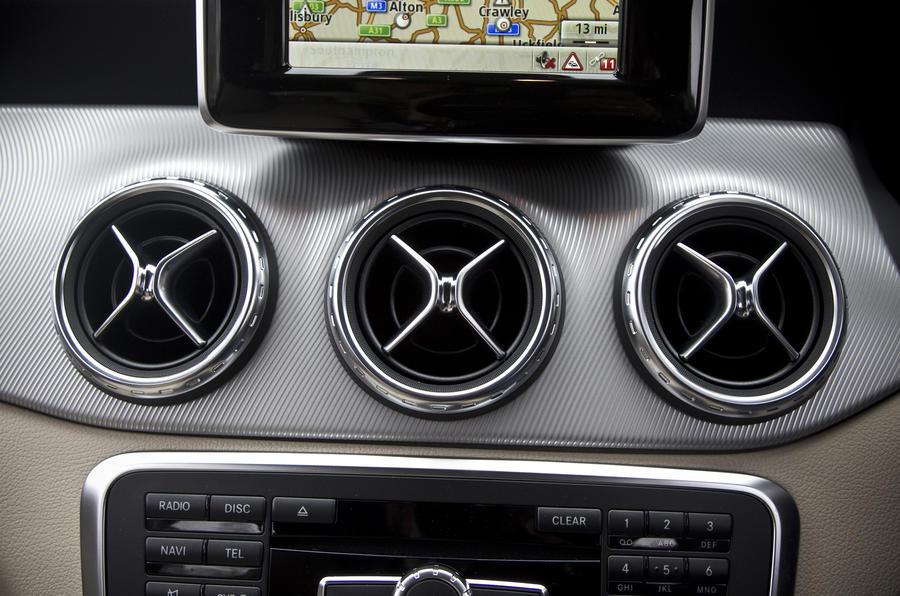 Mercedes Gla Interiors >> Mercedes-Benz GLA interior | Autocar