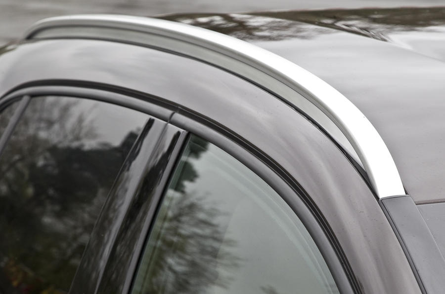 Mercedes-Benz GLA roof rails