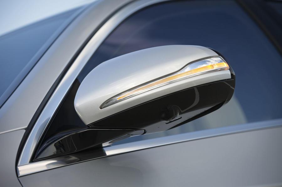 Mercedes-Benz S 500 L wing mirror