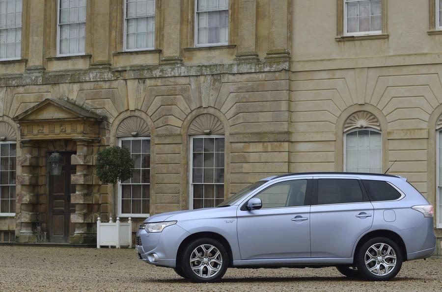 £28,249 Mitsubishi Outlander PHEV