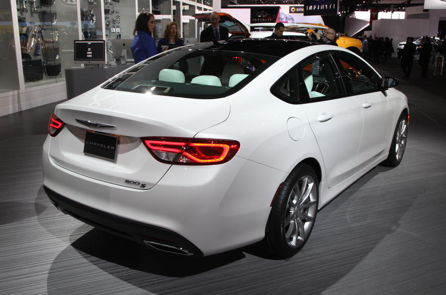 Chrysler 200 revealed on eve of Detroit