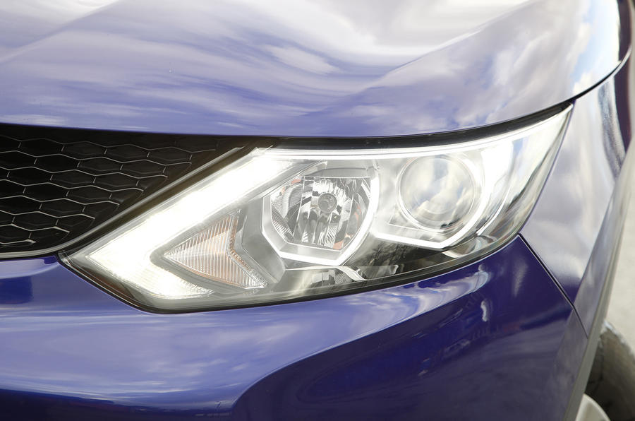 Nissan Qashqai LED headlights