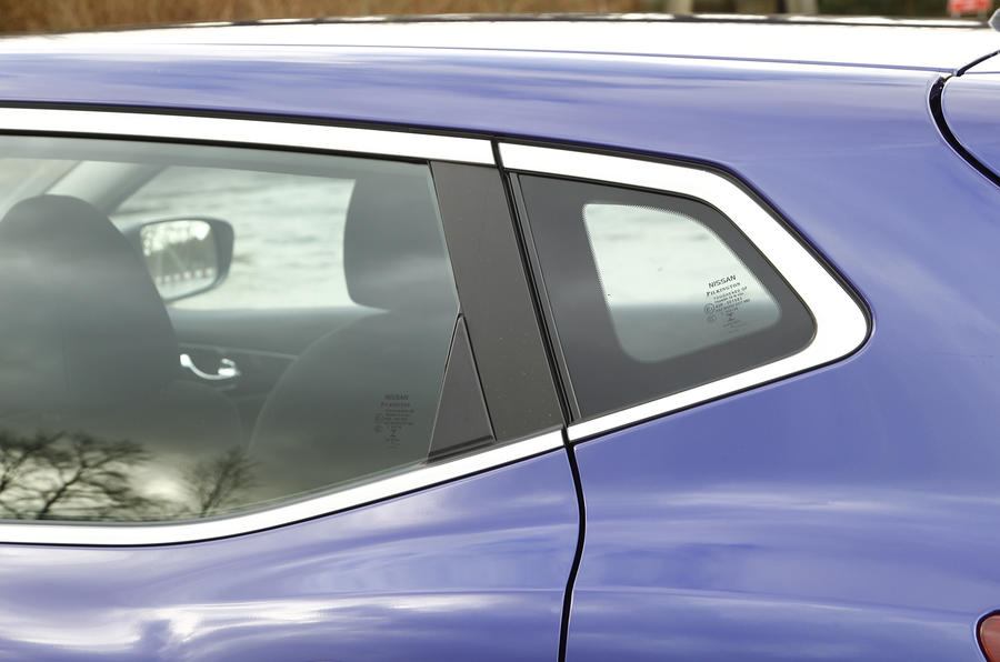 Nissan Qashqai side glass