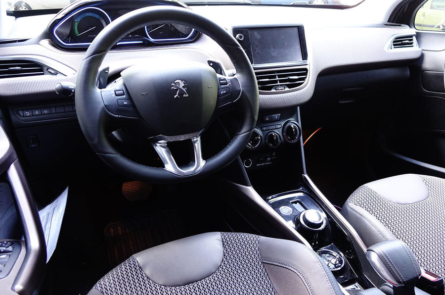 Peugeot 2008 Hybrid Air prototype dashboard