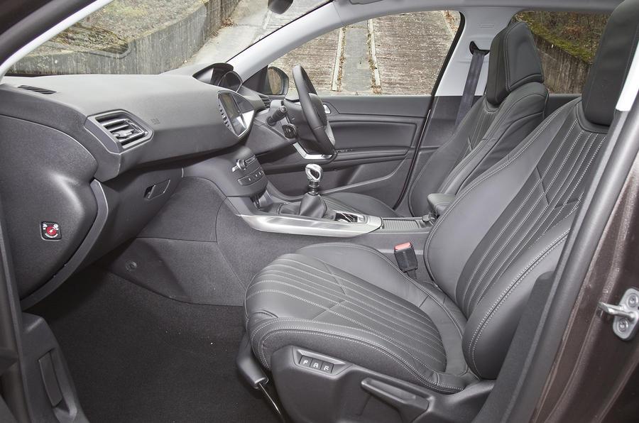 Peugeot 308 front seats