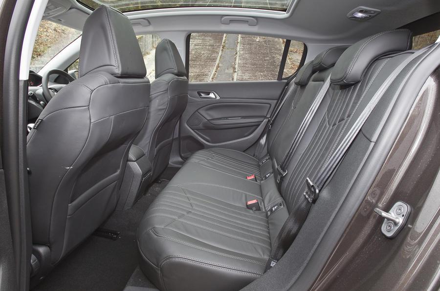 Peugeot 308 rear seats