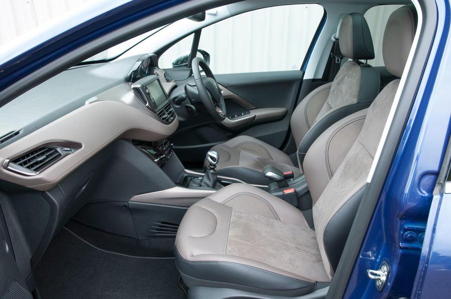 Peugeot 2008 front seats