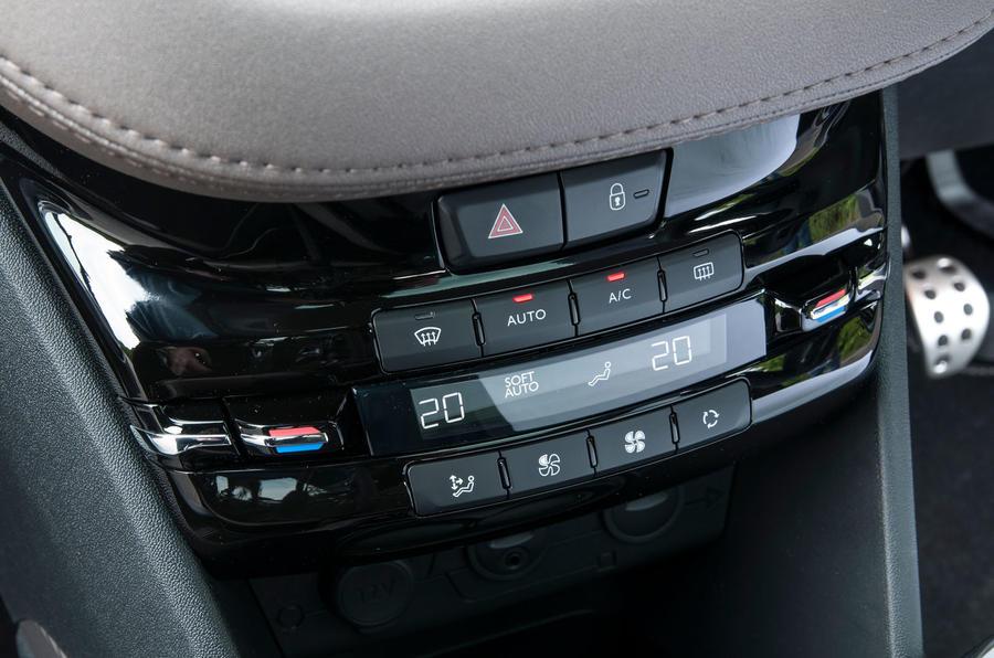 Peugeot 2008 centre console