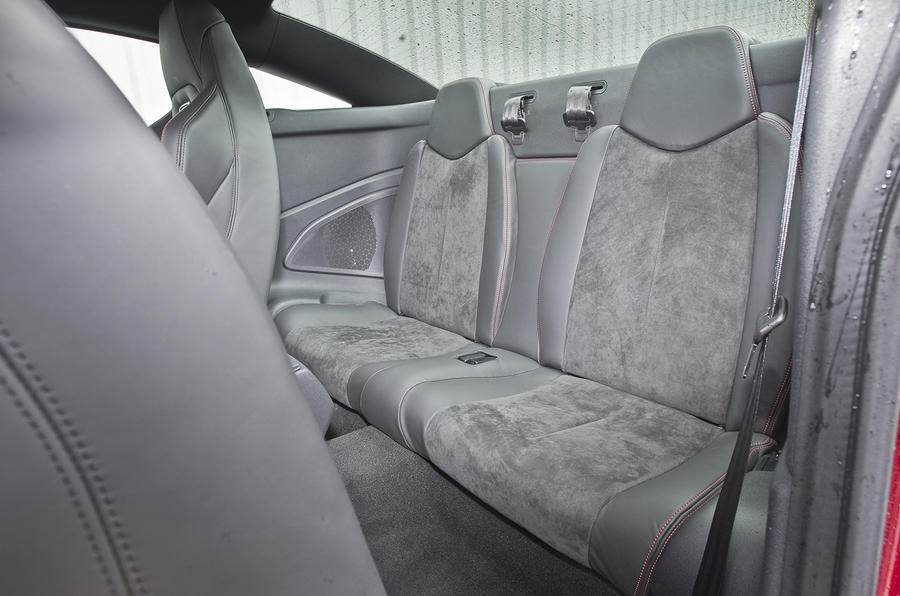 Peugeot RCZ R rear seats