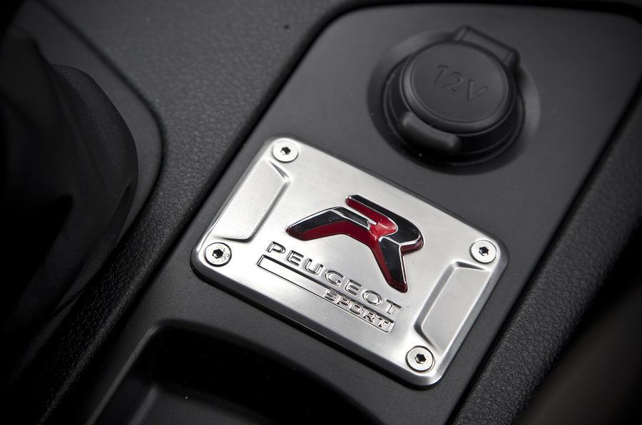 Peugeot RCZ R plaque