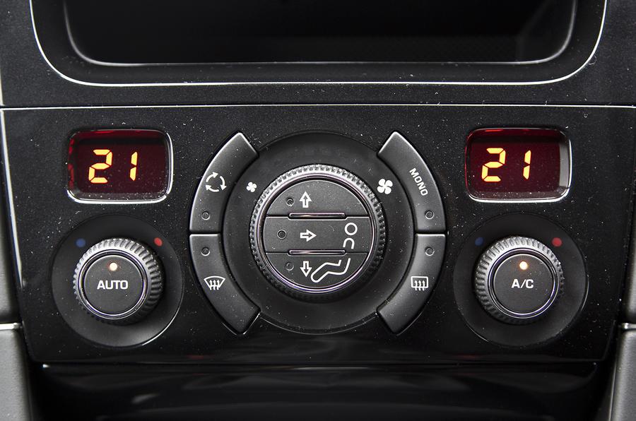 Peugeot RCZ R climate control