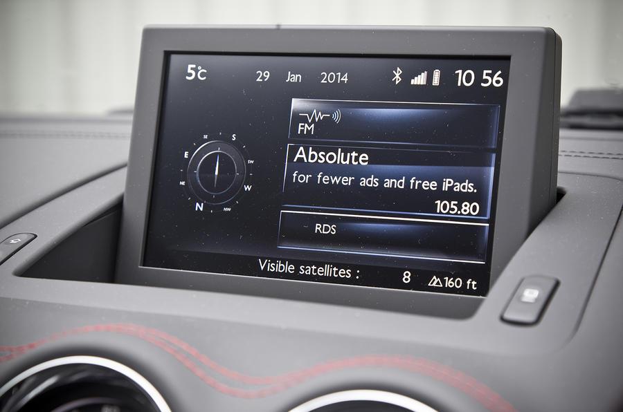 Peugeot RCZ R infotainment system