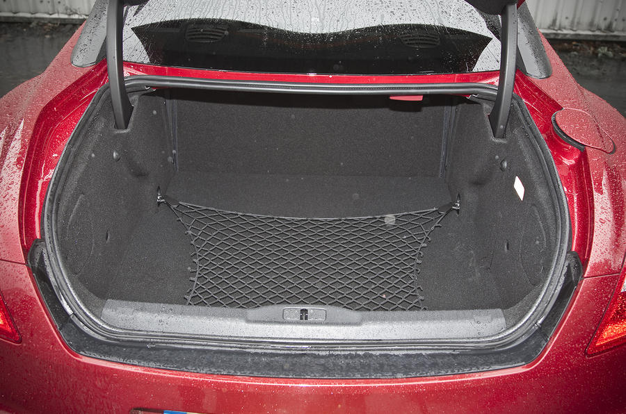 Peugeot RCZ R boot space