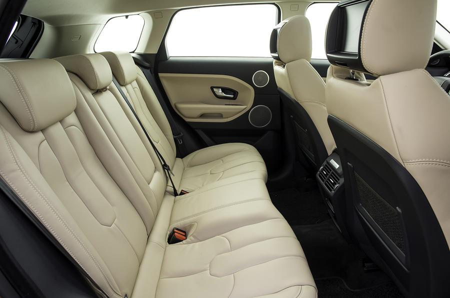 Range Rover Evoque SI4 Dynamic rear seats