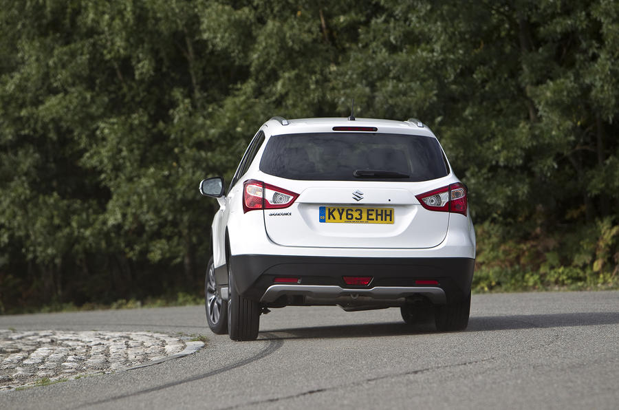 Suzuki S-Cross rear cornering