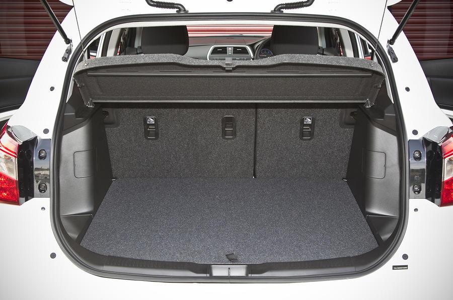 Suzuki S-Cross boot space