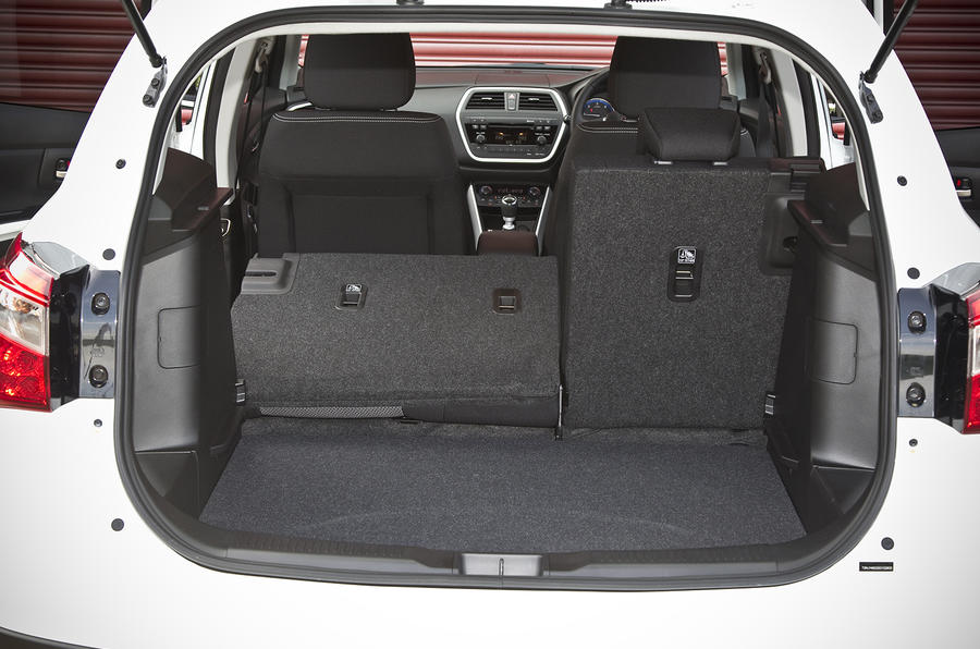Suzuki S-Cross rear space