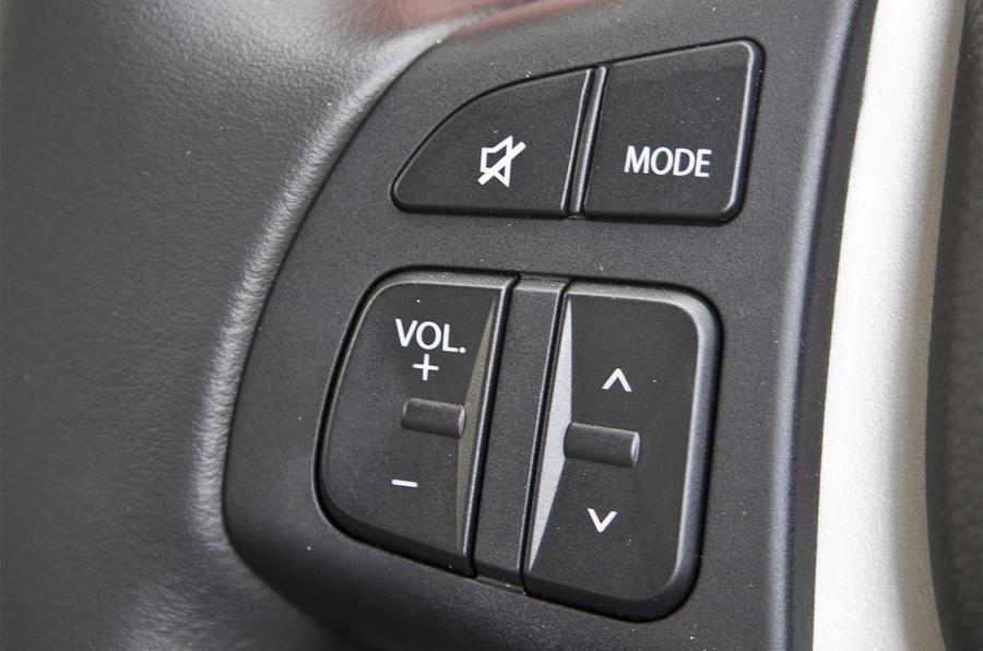 Suzuki S-Cross steering wheel buttons