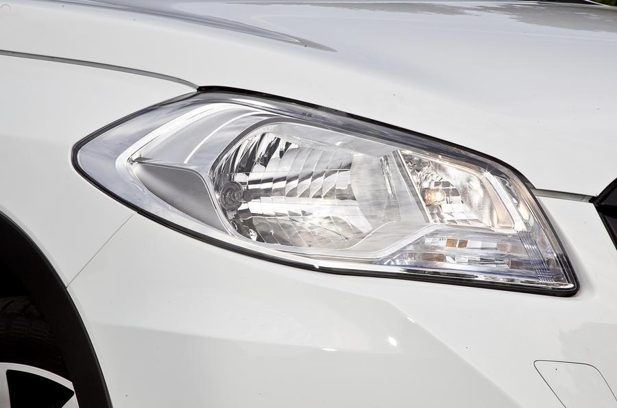 Suzuki S-Cross headlights