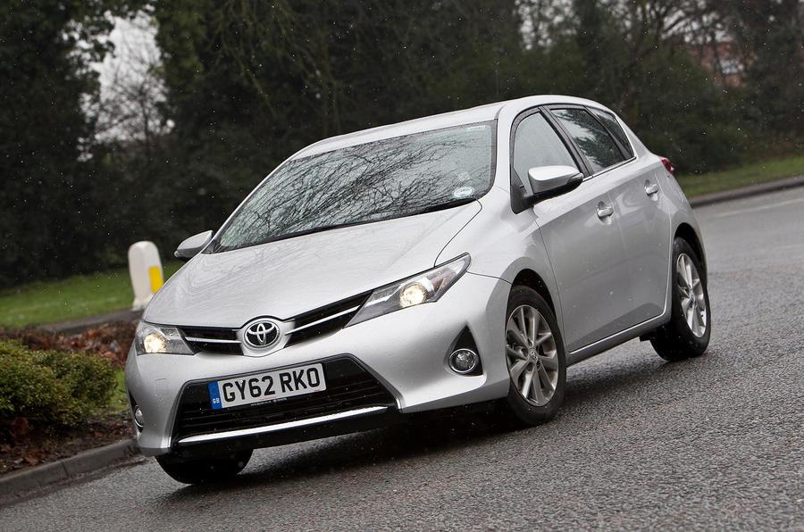 Toyota Auris cornering
