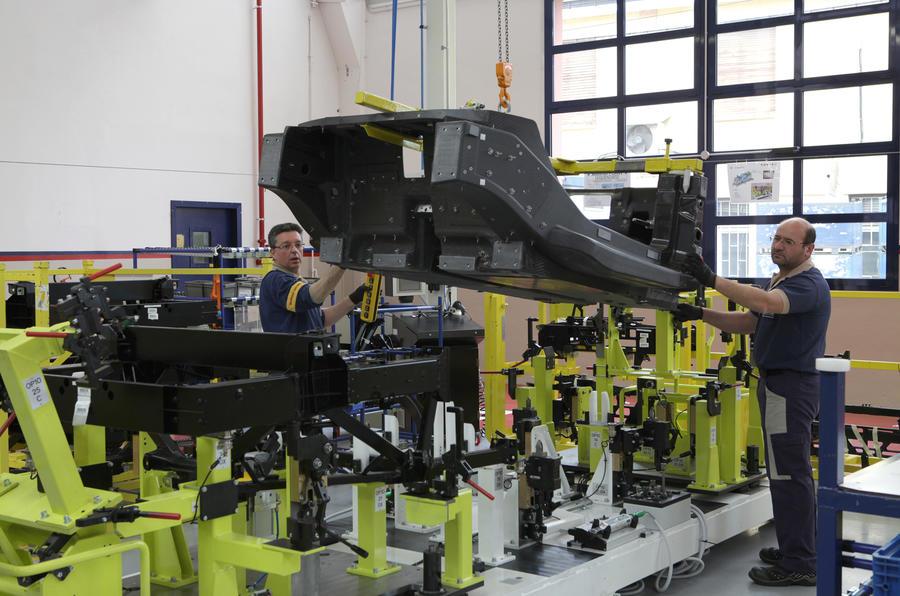 Alfa Romeo 4C production process revealed