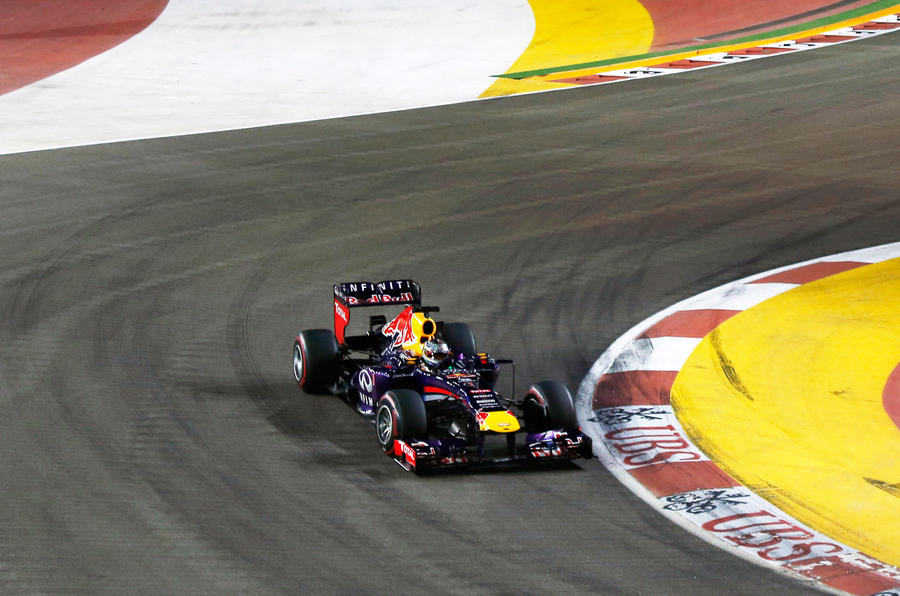 Vettel dominates at Singapore Grand Prix