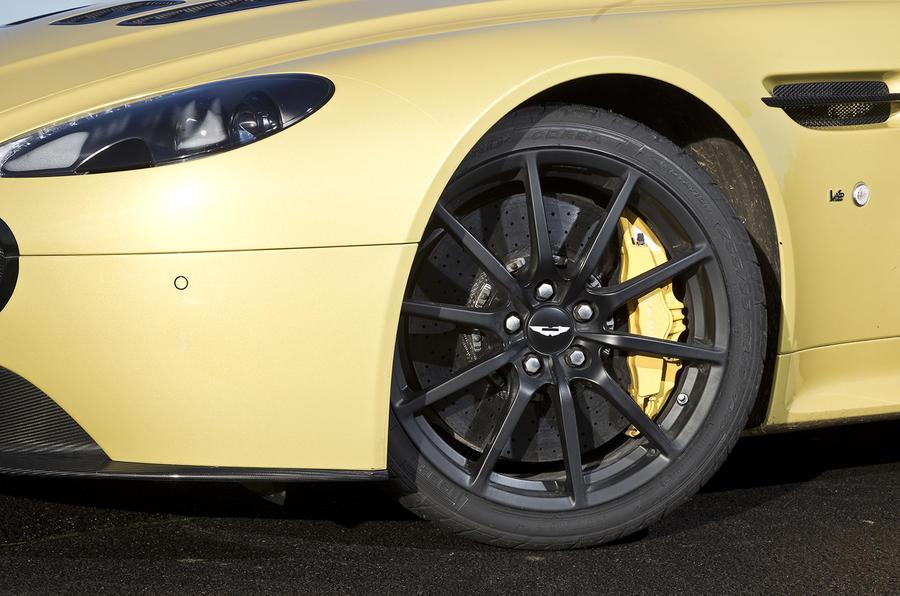 Aston Martin V12 Vantage S alloys