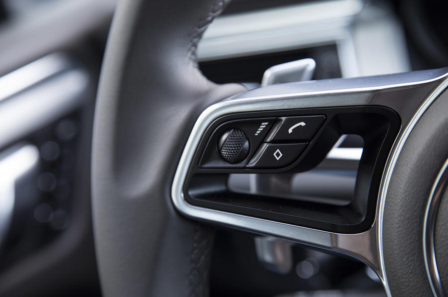 Porsche Macan S Diesel paddle shifters