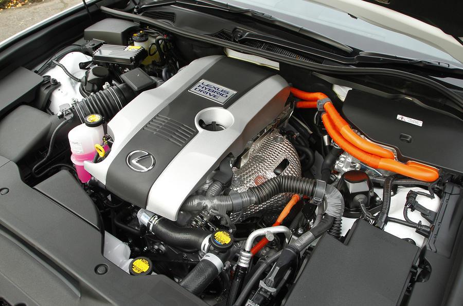 2.5-litre Lexus GS300h petrol engine