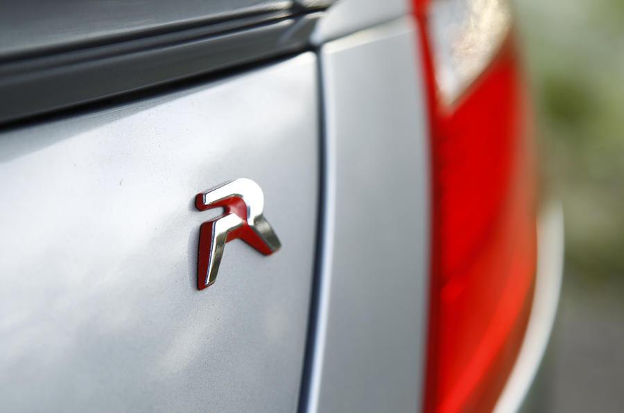 Peugeot RCZ R badge