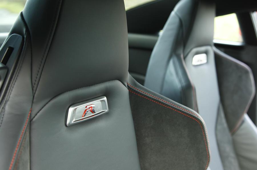 Peugeot RCZ R sport seats