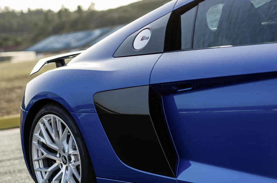 Two-tone paint job on the Audi R8