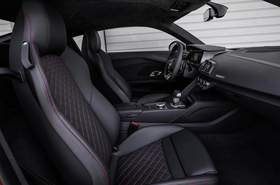 Audi R8 V10 Plus's front seats