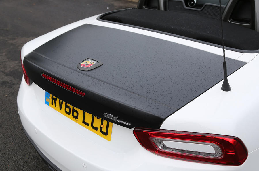 Abarth 124 Spider matt black boot