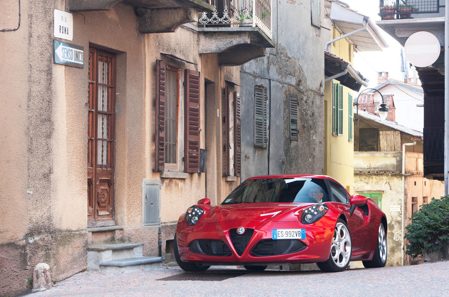 Alfa Romeo 4C weighs in at 895kg