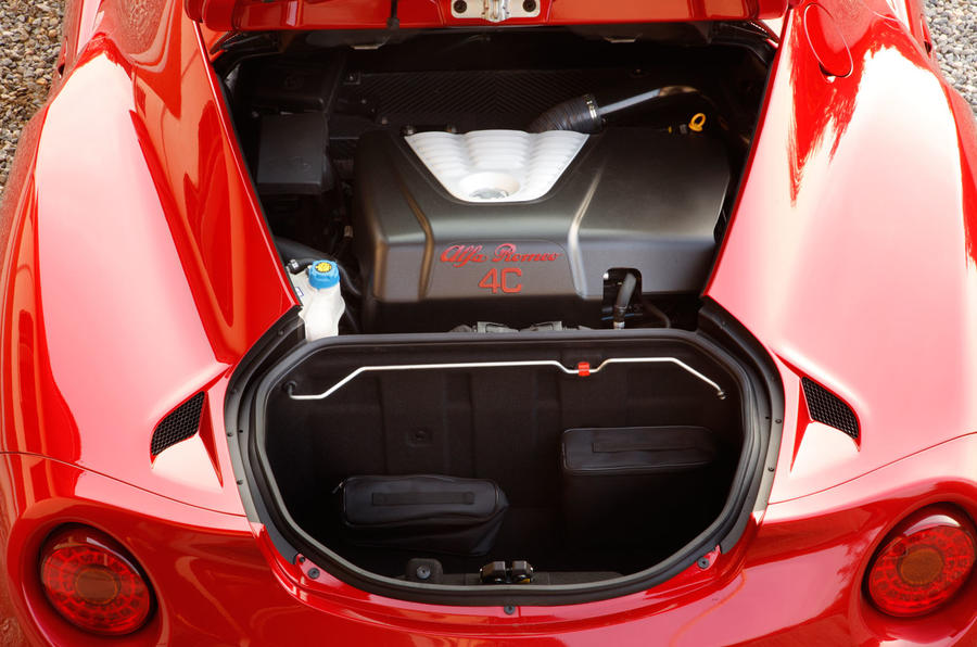 Small boot in the Alfa 4C