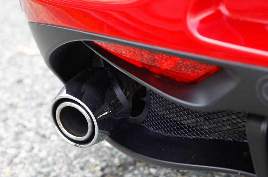 Exhaust pipe on the Alfa 4C