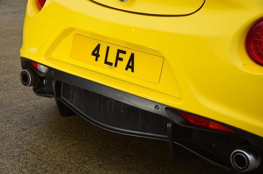 Alfa 4C Spider dual exhaust