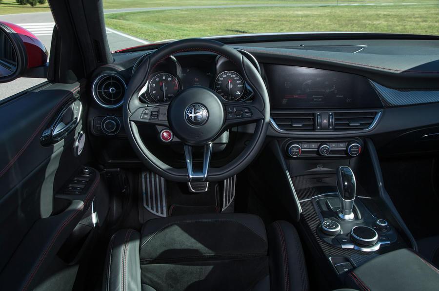 Alfa Romeo Giulia Quadrifoglio dashboard