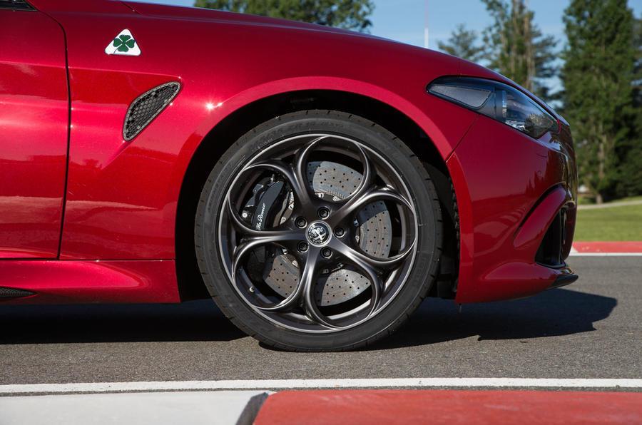 Alfa Romeo Giulia Quadrifoglio active splitter