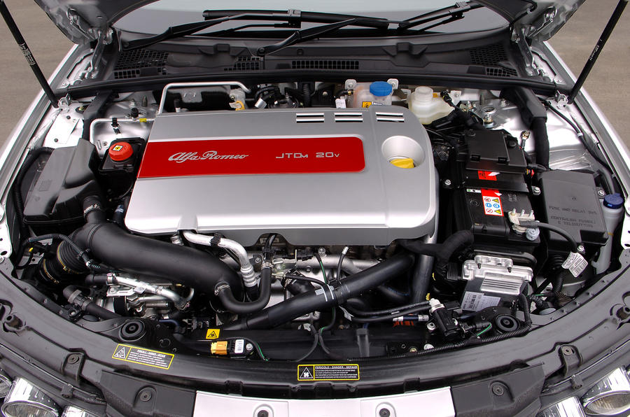 Alfa Romeo 159 engine bay