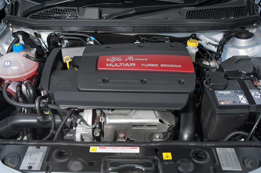Alfa romeo giulietta veloce engine sound 15